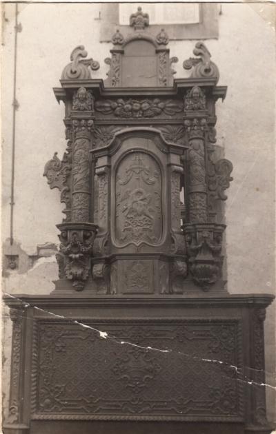1. Der Altar in  ausgebesserter Form, noch mit Sakaramentshäuschenn